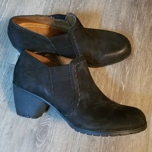 Naturalizer black leather booties 9